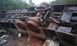 Ônibus com 51 estudantes tomba na região central de Minas Gerais