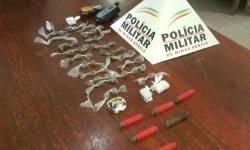 Tático móvel apreende 60 buchas de maconha, cartuchos de munições e rádios comunicadores
