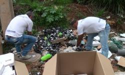 Seringas e preservativos vencidos são encontrados em estrada vicinal em Caratinga