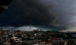 Fortes chuvas previstas para BH e regiões de Minas Gerais mobilizam órgãos públicos