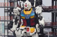 Robô gigante de 20 metros dá seus primeiros passos no Japão