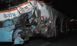 MOTORISTA DE CARRO MORRE PRESO ÀS FERRAGENS APÓS COLIDIR COM ÔNIBUS NA BR-116 EM INHAPIM