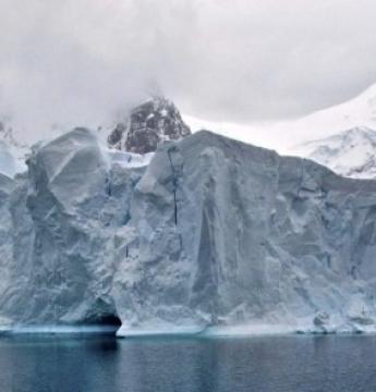 Iceberg gigante está prestes a se soltar da Antártida
