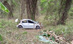 Carro capota na MG-329 em Caratinga e deixa quatro pessoas feridas