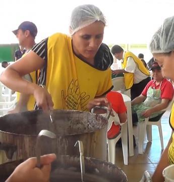 Feijoada do Asilo Monsenhor Rocha é sucesso de público.