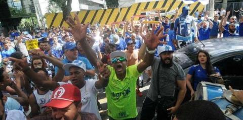 Grupo de torcedores do Cruzeiro convoca manifestação para porta do Ministério Público