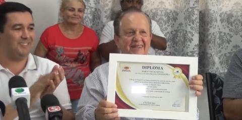 Mauro Lopes recebe diploma