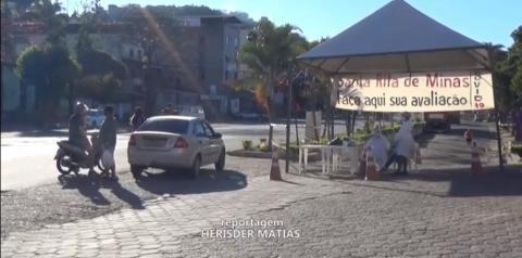 Santa Rita de Minas faz barreira para orientar moradores e pessoas que passam pela BR-116 na cidade
