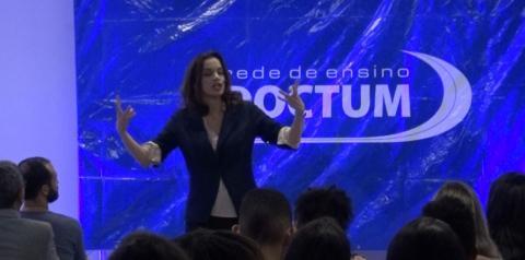 Simone Leitão realiza palestra em Caratinga com a história da música de concerto