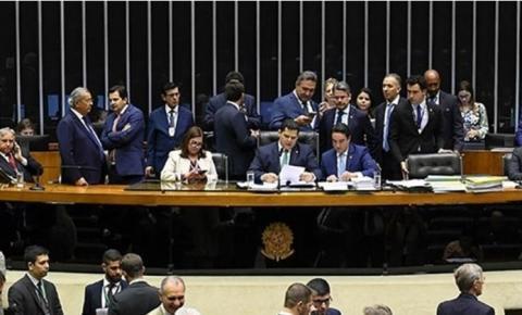 Veto de Bolsonaro cai e Fake News dá até 8 anos de cadeia no Brasil
