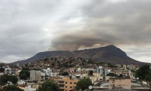 Incêndio no Pico da Ibituruna é controlado; fogo consumiu 615 hectares