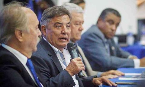 Função no futebol do Cruzeiro deve afastar Zezé Perrella da presidência do Conselho