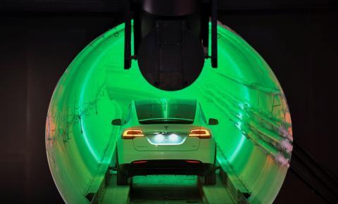 Elon Musk apresenta protótipo de seu túnel de alta velocidade