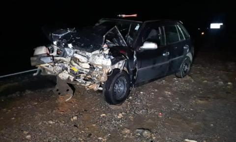 Dois veículos batem de frente e cinco pessoas ficam feridas na BR-116