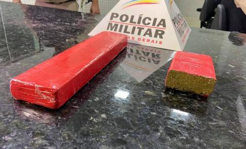 Polícia visita egresso do sistema prisional e localiza barras de maconha