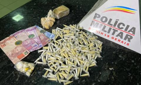 239 pinos de cocaína, maconha, pedras de crack e dinheiro são apreendidos pela PM em Caratinga