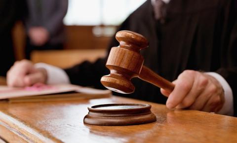Homem é condenado a 21 anos de prisão por matar jovem encontrado carbonizado em Caratinga