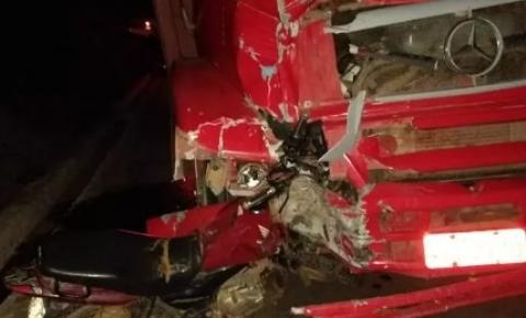 Motociclista morre após colidir contra caminhão na BR-259, em Governador Valadares