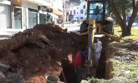 Prefeitura de Caratinga realiza obras na Avenida Ana Pena de Faria