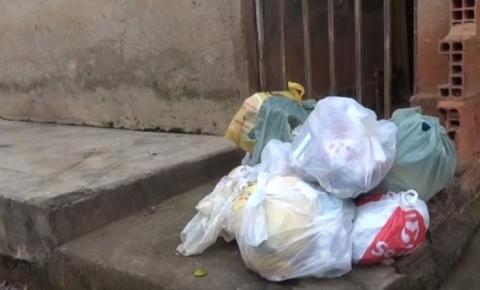 Sem coleta de lixo há quase uma semana, moradores de ruas do Bairro Doutor Eduardo pedem providências