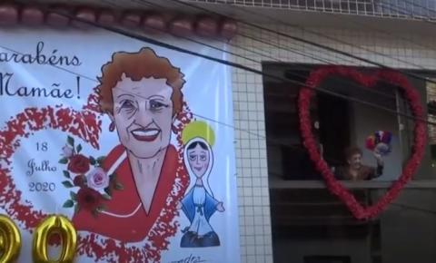 Aniversário da ex-superintendente de ensino teve carreata e até samba