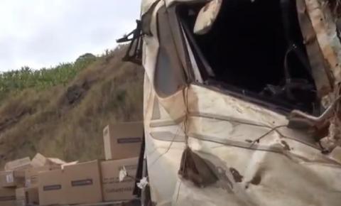Carga é saqueada após acidente na BR-116