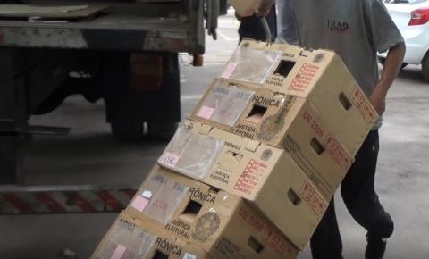 A pouco mais de um mês para o pleito, urnas eletrônicas chegam às zonas eleitorais em Caratinga