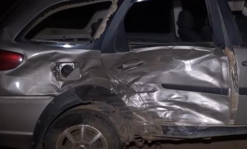 Bombeiros socorrem duas vítimas após colisão entre carros na BR-116 em Caratinga