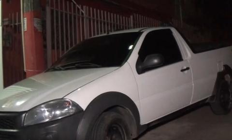 PM recupera carro roubado e prende homem por desobediência, resistência e direção perigosa no Salatiel