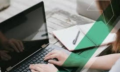 Jovens são os que mais buscam ensino pela internet, aponta pesquisa