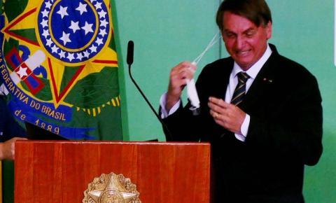 Bolsonaro quer que pessoas já vacinadas não usem mais máscaras como proteção