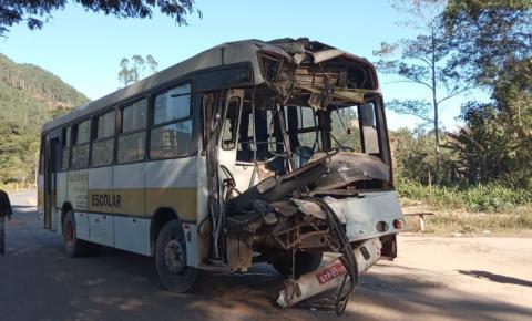 Acidente entre dois ônibus deixa pelo menos 20 feridos na BR-474 entre Caratinga e Ipanema