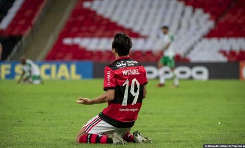 Flamengo bate Chape de virada e volta a vencer no Brasileiro
