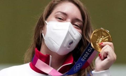 Atleta usa amuleto de The Witcher e conquista ouro nas Olimpíadas