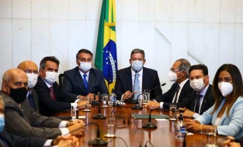 Bolsonaro entrega Medida Provisória do novo Bolsa Família
