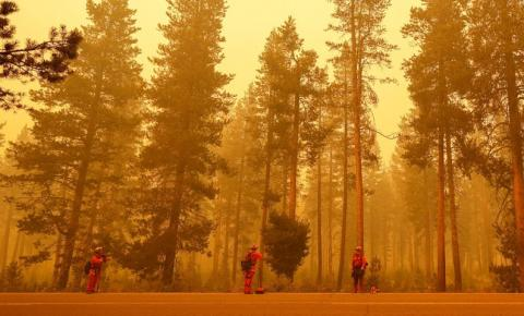Incêndio queima 550 casas na Califórnia, EUA