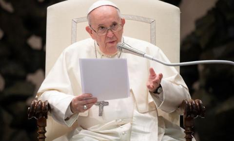 Papa Francisco faz apelo por vacinação