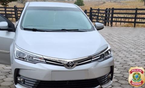 Carros de luxo são apreendidos pela PF durante operação de combate ao tráfico de pessoas