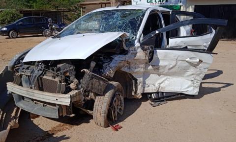Cinco pessoas ficam feridas em acidente entre dois carros na BR-116, em Santa Bárbara do Leste