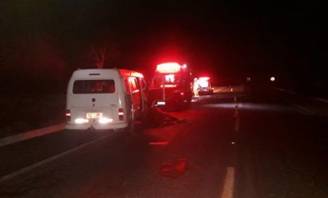 Acidente com animal solto na pista deixa duas pessoas feridas em Ubaporanga