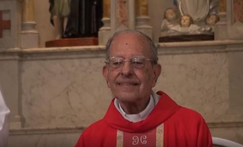 90 anos de vida de Monsenhor Raul Motta é comemorado com alegria pela comunidade católica em Caratinga.