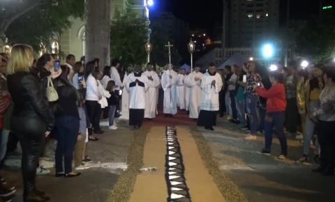 Tapete Eucarístico, mais uma vez, é atração na procissão de Corpus Christi em Caratinga.