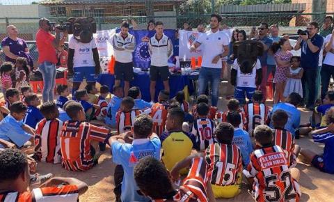 Antes de confronto decisivo, Cruzeiro e River promovem ação social em BH