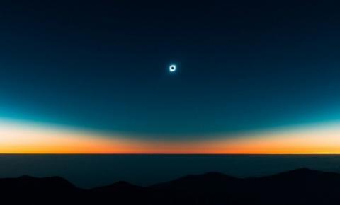 Um fotógrafo passou 2 anos planejando essa incrível foto do último eclipse
