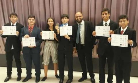 Estudantes de Minas Novas ganham medalha de bronze em olimpíada internacional de matemática na Ásia