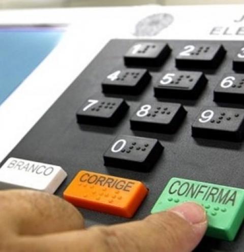 Congresso pode adiar eleições de outubro para o fim do ano