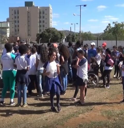 Alunos da Escola Estadual Feliciano Miguel Abdala participam de manhã recreativa durante gincana solidária
